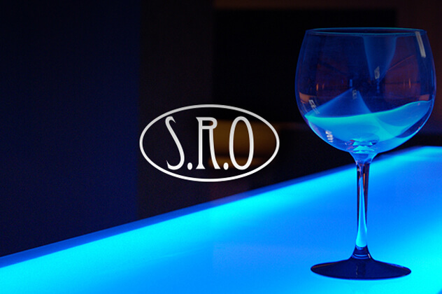 S.R.O branding above a professional photograph of a wine glass